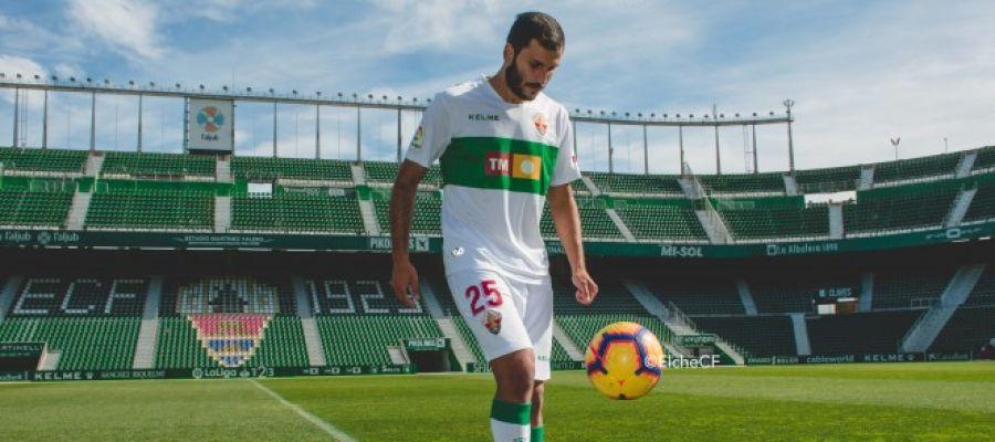 El delantero Yacine Qasmi, en su presentación como jugador del Elche CF.
