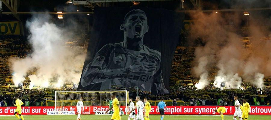La afición del Nantes homenajeando a Emiliano Sala