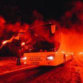 Pasarela de fuego en el camino al estadio del Zenit.