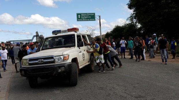 Al menos dos muertos y varios heridos en un enfrentamiento en la frontera de Venezuela