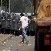 Las fuerzas de seguridad de Venezuela bloquean el puente Francisco de Paula Santander en la frontera entre Colombia y Venezuela