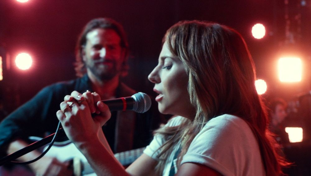 Lady Gaga y Bradley Cooper cantan 'Shallow' en 'Ha nacido una estrella'