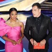 Angela Bassett y Javier Bardem en los Oscar 2019