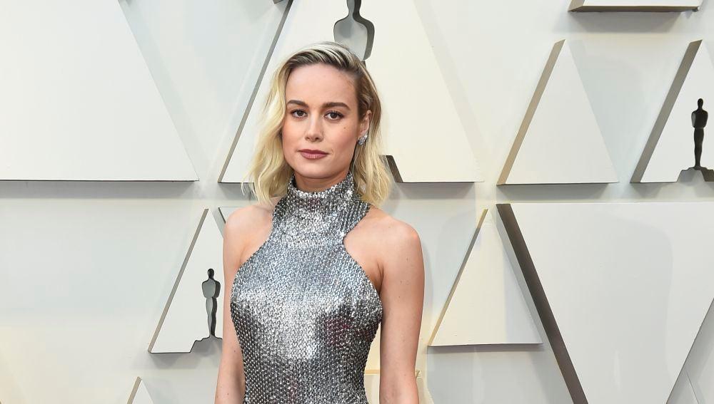 Brie Larson también apuesta por la tendencia metalizada