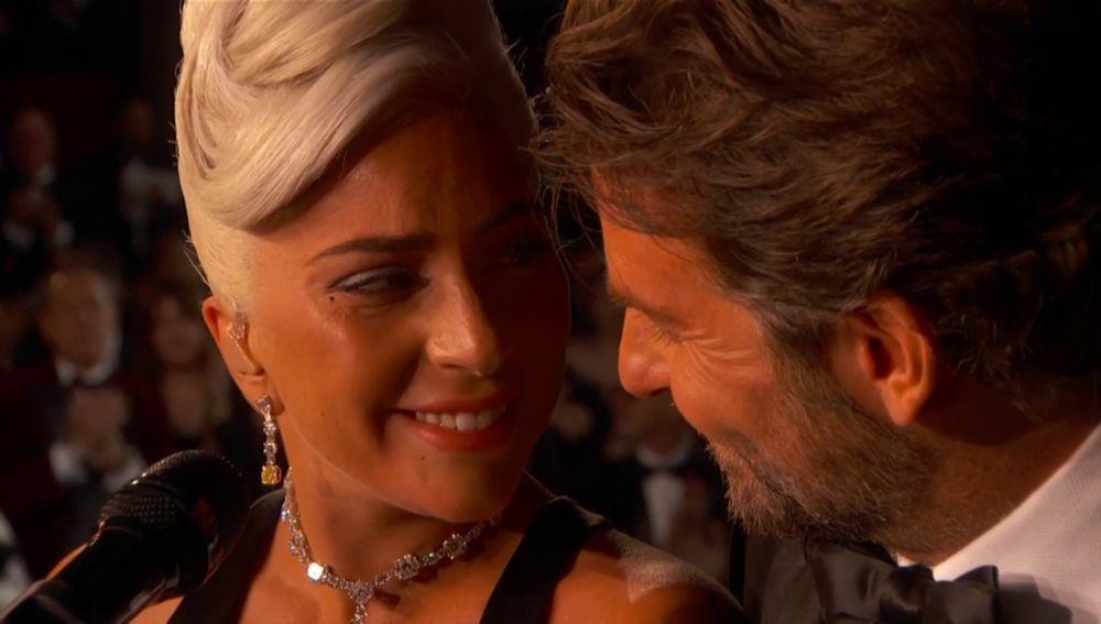 Lady Gaga y Bradley Cooper durante su actuación en los Oscar