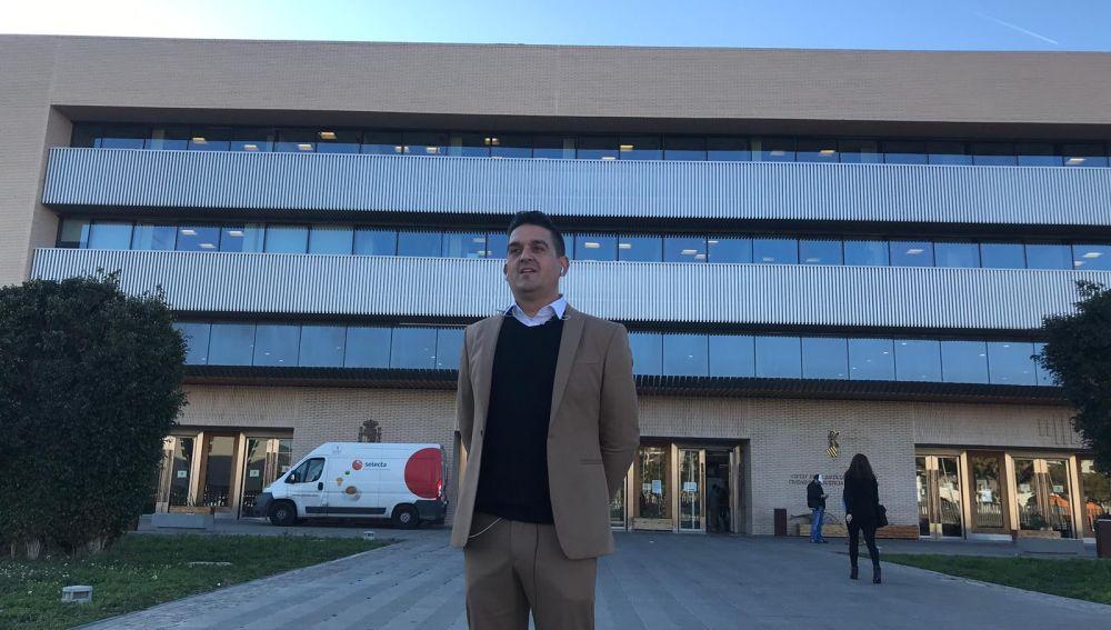 Antes de entrar en los juzgados, Carles Mulet, como denunciante de los hechos.