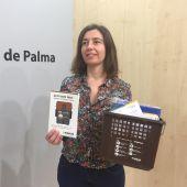 Neus Truyol, Presidenta de EMAYA, con los nuevos contenedores de residuos orgánicos