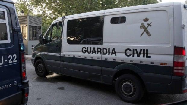 Imagen de archivo de un furgón de la Guardia Civil.