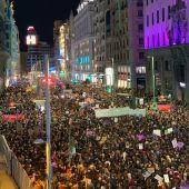 Miles de personas en la Gran Vía de Madrid en la manifestación del 8M