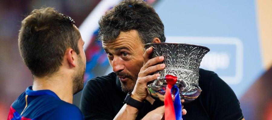 Luis Enrique bromea con Jordi Alba