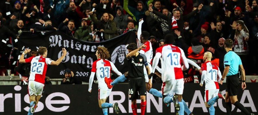 Los jugadores del Slavia de Praga celebran la victoria ante el Sevilla
