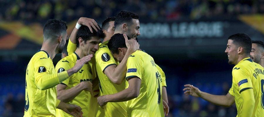 Los jugadores del Villarreal celebran un gol