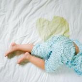 Pis en la cama de un niño