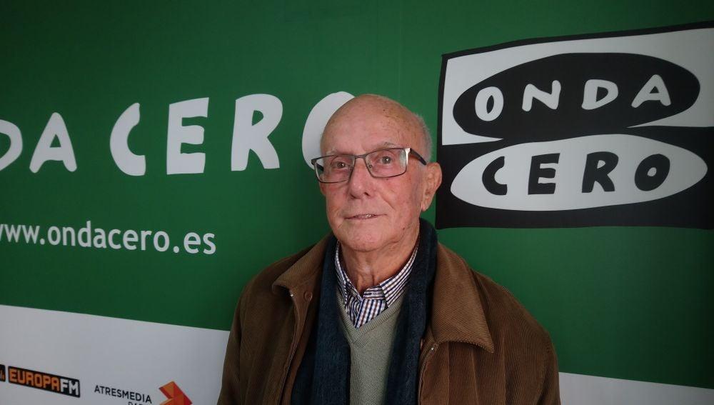 Tomás Mora, en los estudios de Onda Cero Elche antes de una entevista.