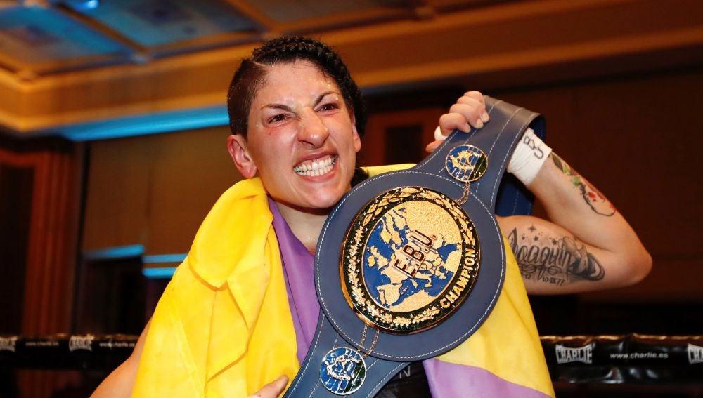 Miriam 'La Reina' Gutiérrez, con el cinturón de campeona de Europa del peso ligero