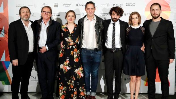 El equipo de 'Los días que vendrán' en el Festival de Málaga