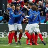 Los jugadores de Francia celebran el gol de Mbappé