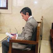 """Jaume Matas, en el banquillo de los acusados por el Caso """"Turisme Jove""""."""