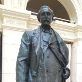 Estatua del Marqués de Larios, remozada tras su arreglo