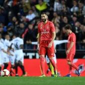 Los jugadores del Valencia celebran un gol ante el Real Madrid