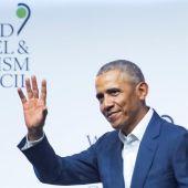 El expresidente de Estados Unidos Barack Obama, se despide tras su intervención en la XIX Cumbre del Consejo Mundial de Viajes y Turismo
