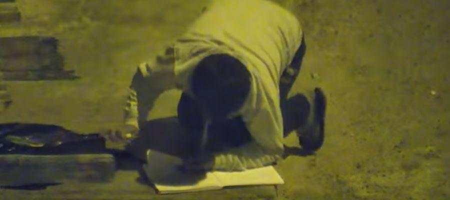 El niño haciendo los deberes