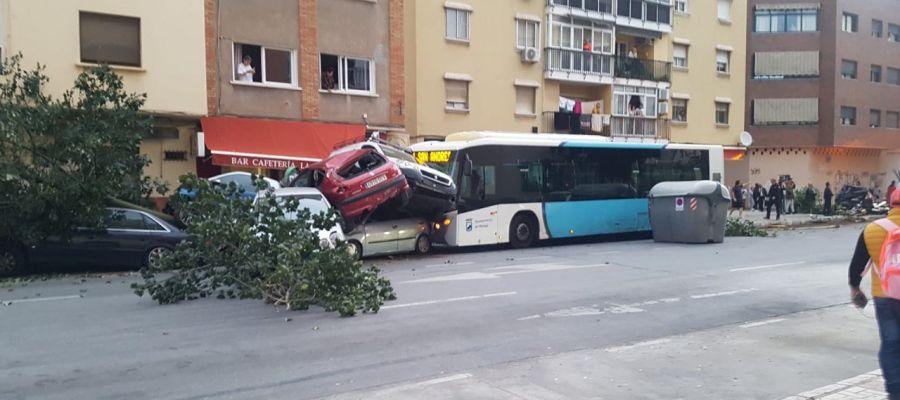 Los coches arrollados por el autobús en Málaga