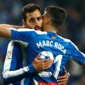 Borja Iglesias, con Marc Roca