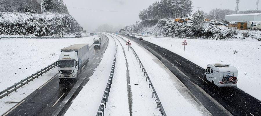 Complicaciones en carreteras de la provincia de Ourense por el frío y nieve