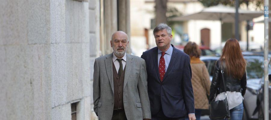 El juez Miguel Florit junto al abogado José Zaforteza a su llegada al Tribunal Superior de Justicia de Baleares (TSJIB).