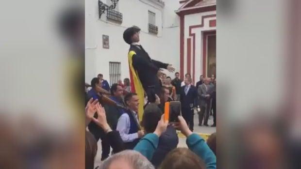 """El alcalde de Coripe, sobre la quema del muñeco de Puigdemont: """"Por esta higuera han pasado Bárbara Rey, Aznar... y nunca hemos tenido ningún problema"""""""