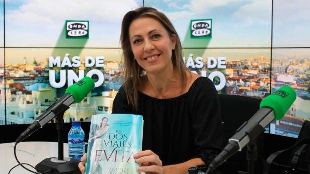 """Ángeles Blanco: """"Cuando escribía 'Los dos viajes de Evita' pensaba que no podía ser verdad"""""""