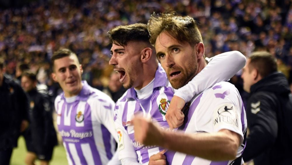 Míchel celebra su gol con el Real Valladolid