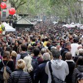 Las Ramblas de Barcelona durante Sant Jordi