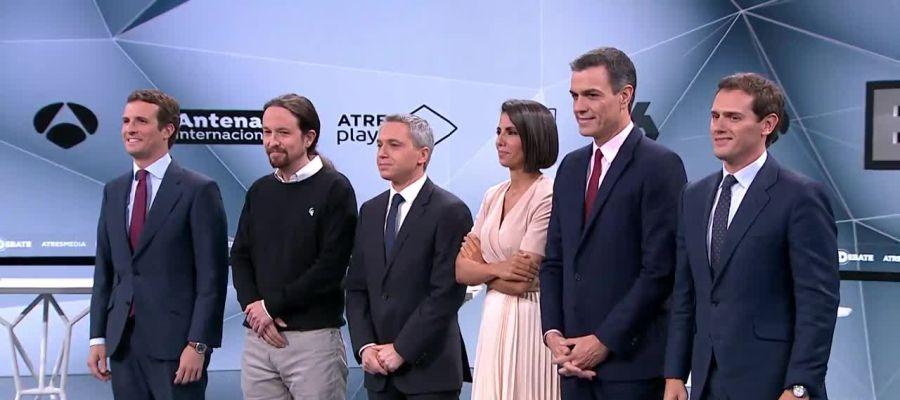 Los candidatos posan con los presentadores de El Debate Decisivo