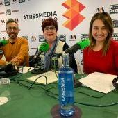Julián Vigara, Lola de la Cruz y Mª Paz Martínez durante el programa La Barraca de Onda Cero