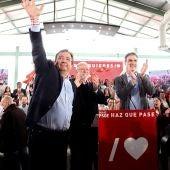 Pedro Sánchez, junto a Fernández Vara y Rodríguez Ibarra