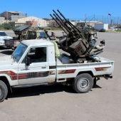 Varios militares se preparan para ir a la línea de combate en Trípoli (Libia)