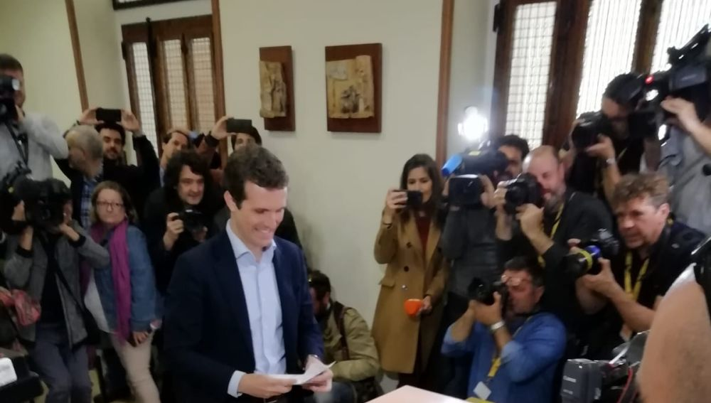 Pablo Casado vota en colegio Nuestra Señora del Pilar