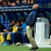 Paco López, entrenador del Levante, durante el partido ante el Espanyol