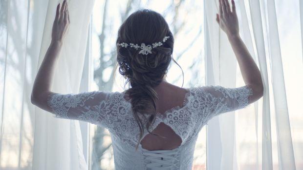 Rosa Clará celebra sus bodas de plata diseñando trajes de novia
