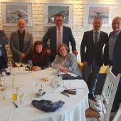 El jurado de los premios Onda Cero Castellón 2019 junto al director de la emisora, Jesús Montalbán y la redactora de programas, Lorena Pardo.