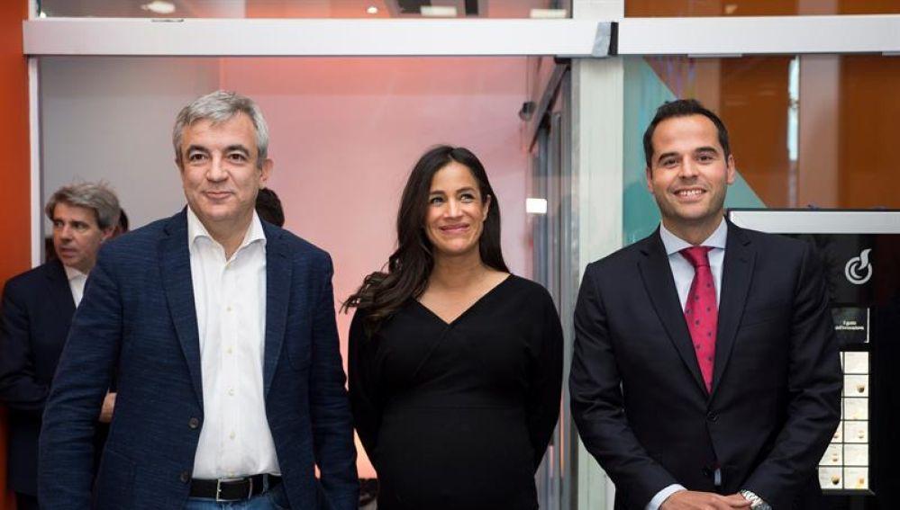 Luis Garicano, Begoña Villacís e Ignacio Aguado en el arranque de campaña