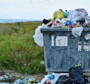 Tirar de la manta: Reciclaje en la embajada