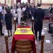 Sánchez interviene en la capilla ardiente de Rubalcaba para sacar a un hombre que exigía hablar con el presidente