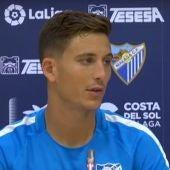 Pau Torres en rueda de prensa