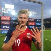 Haaland hace el gesto de '9' por los nueve goles que ha marcado contra Honduras