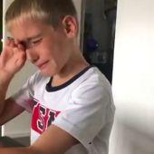 Emocionante vídeo: el hijo de Borja Valero rompe a llorar tras su acto solidario