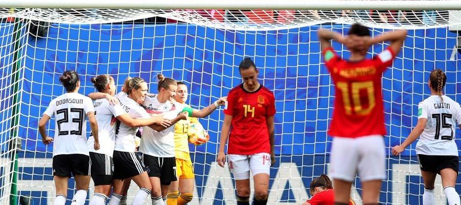 Las jugadoras de Alemania celebran su gol ante España