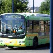 El accidente se ha producido por un choque entre un autobús y dos turismos